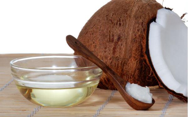 làm trắng răng bằng dầu dừa