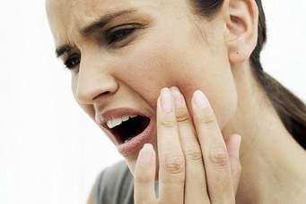 Răng khôn mọc ngầm có nên nhổ