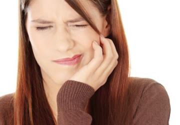 Lấy tủy răng có đau không? Chia sẻ từ người lấy tủy răng