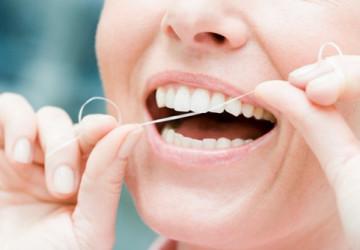 Dùng chỉ nha khoa có làm thưa răng không?